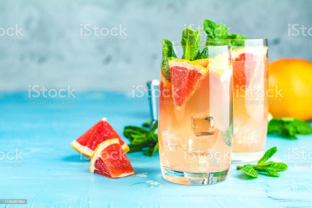 Bebida Refrescante De Pomelo Con Hielo Foto de stock y más