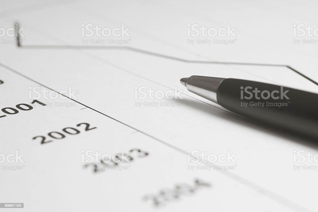 График и ручка крупным планом, BW изображение Стоковые фото Стоковая фотография