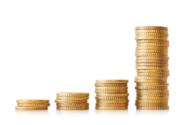 Diagramm von Goldmünzen auf weißem Hintergrund – Foto