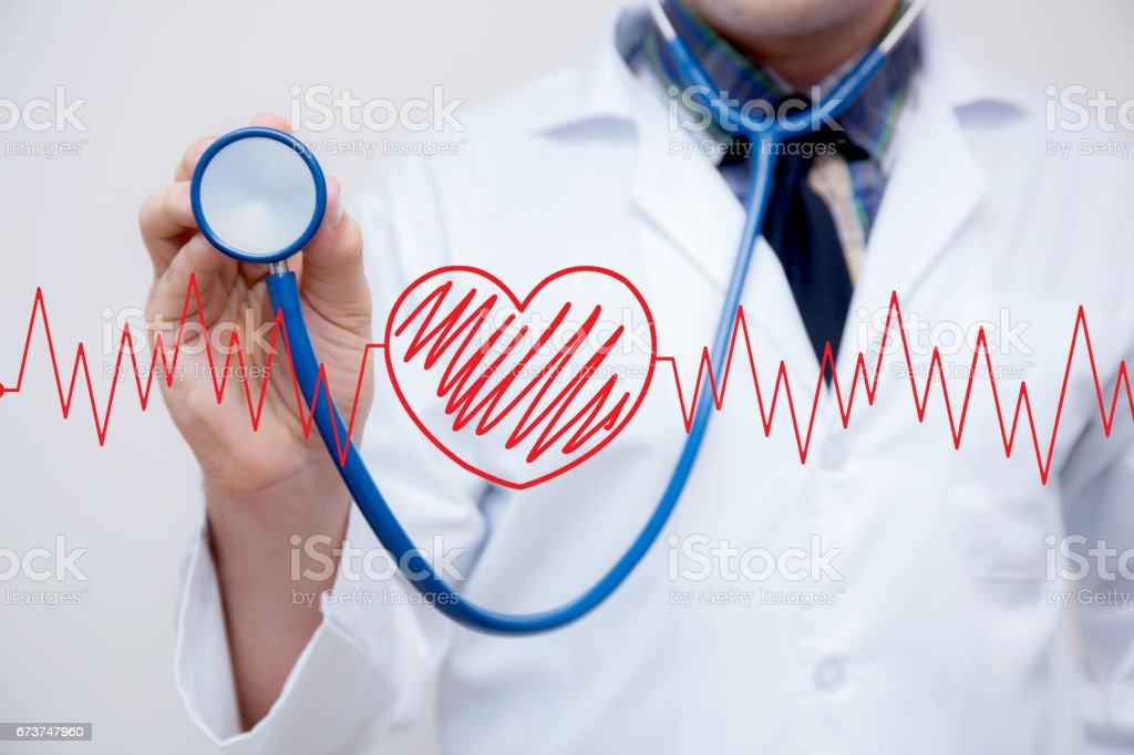 cœur graphique rouge avec le coeur est une partie d'un «ncardiogram avec stéthoscope main - notion d'examen médical. photo libre de droits