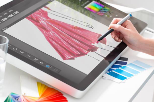 grafikdesigner bei der arbeit. farbmuster. - scyther5 stock-fotos und bilder
