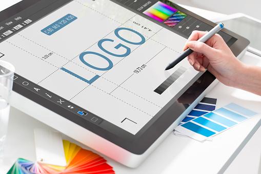 Grafik Tasarımcı Iş Başında Renk Örnekleri Stok Fotoğraflar & Atölye'nin Daha Fazla Resimleri