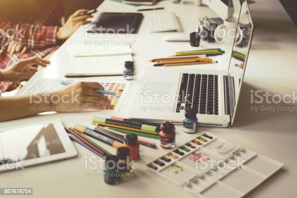 Graphic designer creativity editor ideas designer concept picture id857678704?b=1&k=6&m=857678704&s=612x612&h=sl6afvxr5sb6fj2rhea iuuvymc55ulqn4l5ndhroes=