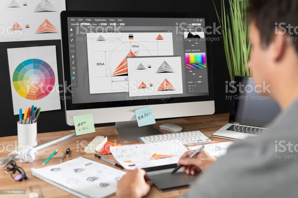 Grafik tasarımcı çizim skeçler logo tasarımı. - Royalty-free Beyin fırtınası Stok görsel