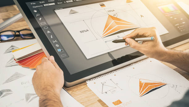 grafik-designer-zeichnung skizziert logo-design. - scyther5 stock-fotos und bilder