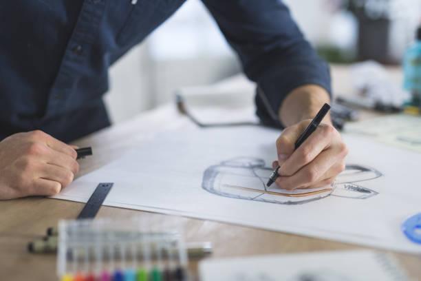 grafik-designer arbeiten in modernen atelier - produktdesigner stock-fotos und bilder