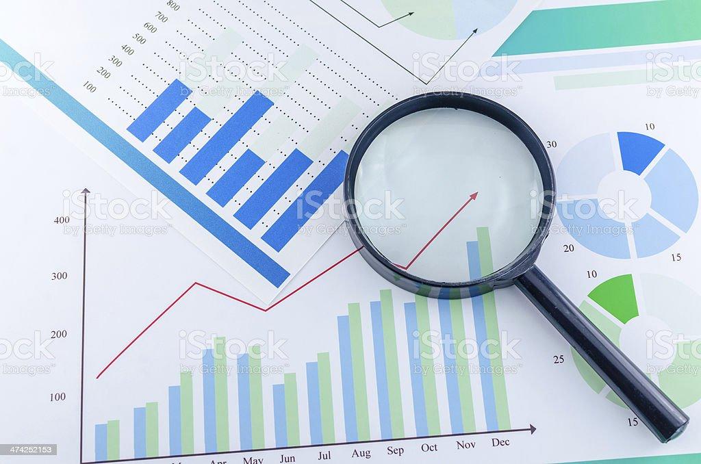 Grafiken und Lupe - Lizenzfrei Ausverkauf Stock-Foto
