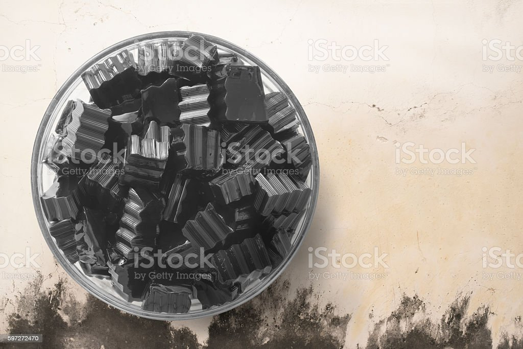 Grass jelly on round transparent bowl. Lizenzfreies stock-foto