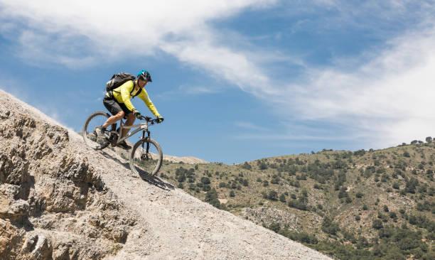 Abfahrt von der andalusischen Sierra Nevada, Spaniens Kies. – Foto