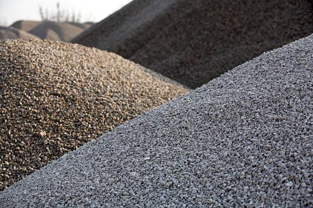 gravel hills - grind stockfoto's en -beelden