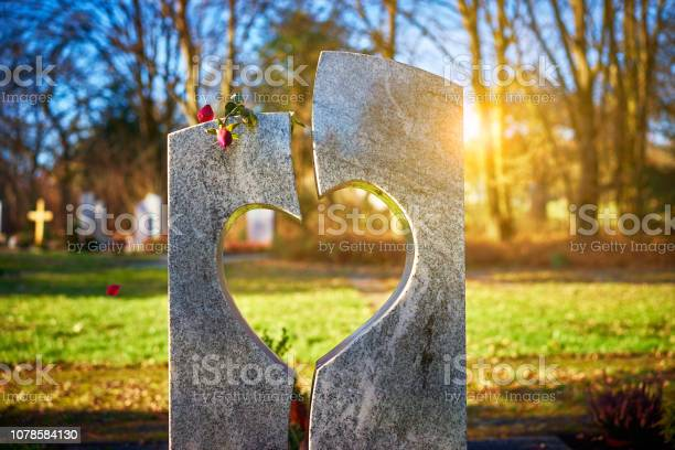 Gravestone with heart withered rose picture id1078584130?b=1&k=6&m=1078584130&s=612x612&h=p u7bvyxrpzsyqf6en8clln3f9wisfarthxvz 9xlmu=