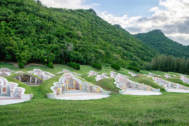 Graveyard arrange chinese culture in valley mountain - foto stock