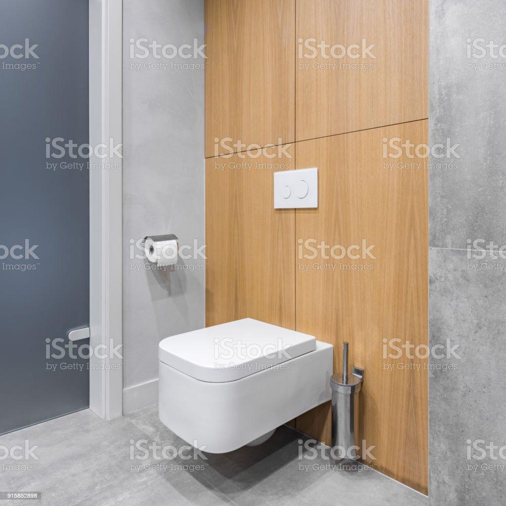 Graue Badezimmer Mit Modernen Fliesen Stockfoto und mehr ...