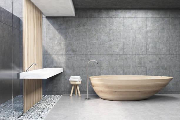 graue bad, holzbottich, vorne - badewanne holz stock-fotos und bilder