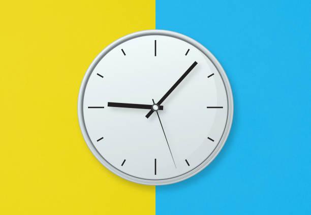 grijze klok op kleurrijke achtergrond stockfoto - zandloper icoon stockfoto's en -beelden