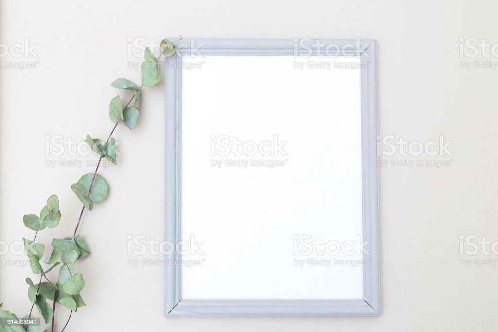 Grauer Rahmen Und Eukalyptus Blume Mockup Mininmalist Stock ...