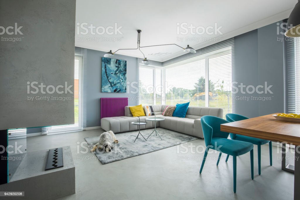 Offener Raum innen grau – Foto