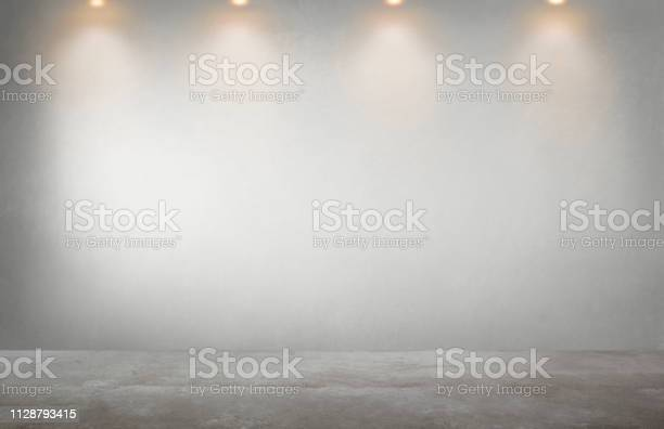 Gray wall with a row of spotlights in an empty room picture id1128793415?b=1&k=6&m=1128793415&s=612x612&h=wzdpbxvhpwzz5m5az xuv rgxwmpwpythizsgzltvxk=