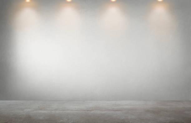 灰色的牆, 在一個空蕩蕩的房間裡有一排聚光燈 - 無人 個照片及圖片檔