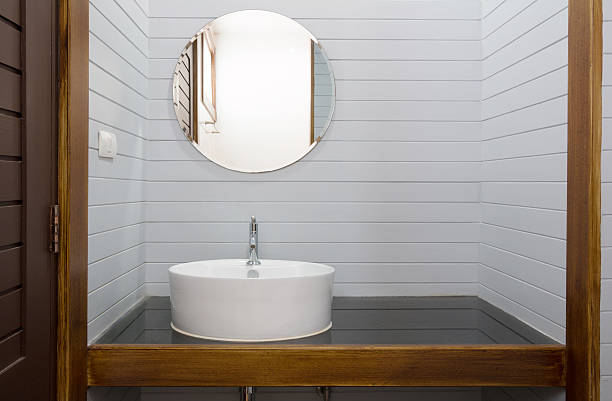 gray holz badezimmer - badezimmer rustikal stock-fotos und bilder