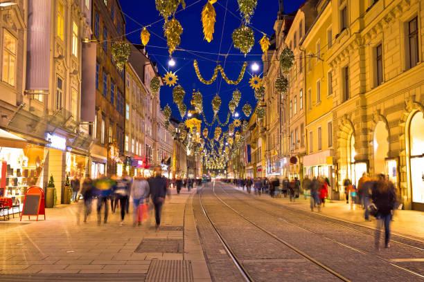 graz, goldene straße abend advent ansicht, steiermark region österreichs - adventgeschichte stock-fotos und bilder