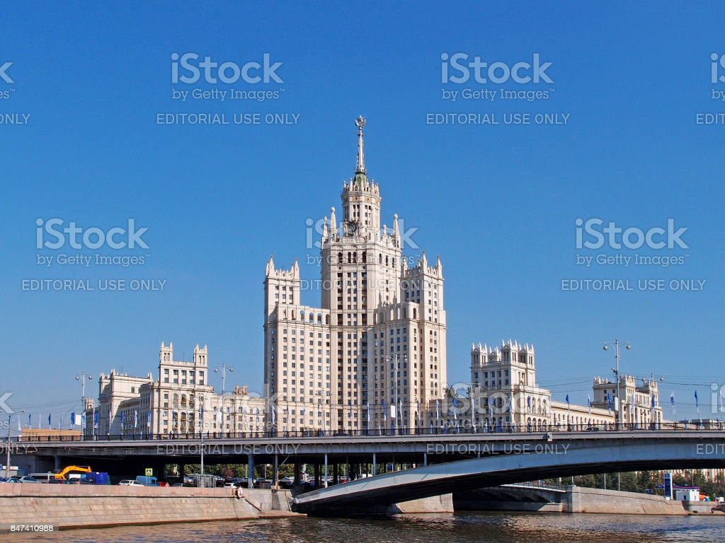 Great Bridge Ustyinsky. Stalin's skyscraper building on kotelnicheskaya embankment, 1. Building was built at the mouth of the Yauza in 1938-1952. Authors of the project - Chechulin, Rostkowska. stock photo
