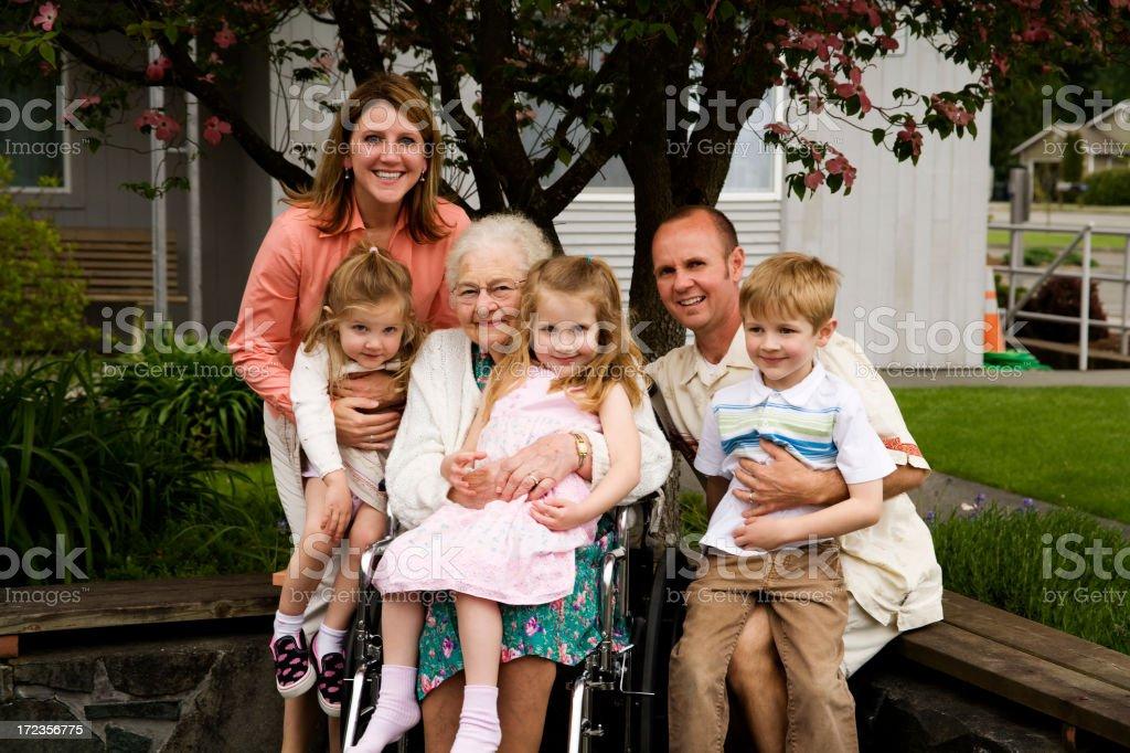 Bisabuela y su familia foto de stock libre de derechos