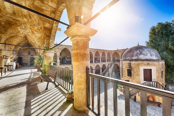 great inn (buyuk han) in nicosia (lefkosa), cyprus - karavanserai stockfoto's en -beelden