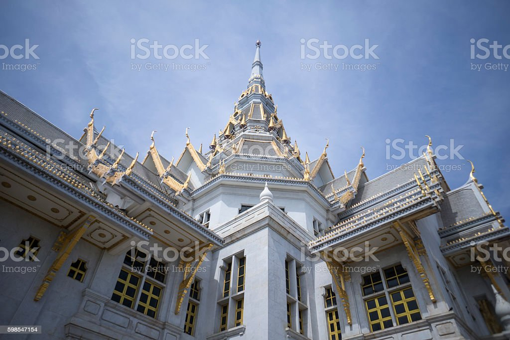 great marble church with blue sky, Wat Sothorn photo libre de droits