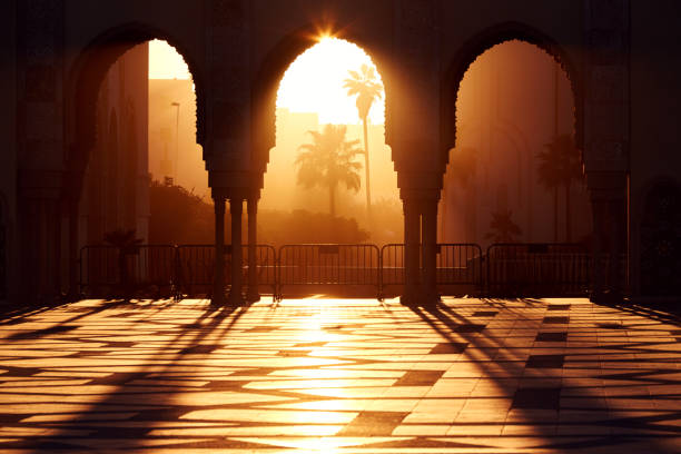 great mosque of hassan 2 at sunset in casablanca, morocco. beautiful arches of the arab mosque in the sunset, sunlight rays - arabesco stili foto e immagini stock