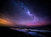 グレートオーシャンロードの夜に銀河系の眺め