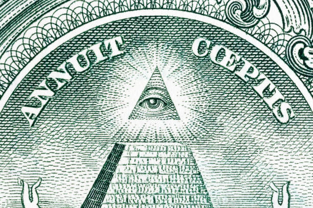 great press of the usa. big pyramid with an eye of the architect - conspiracy стоковые фото и изображения