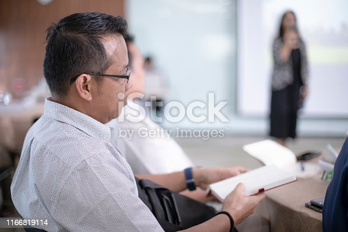 618851838 istock photo great speakers know their audience 1166819114