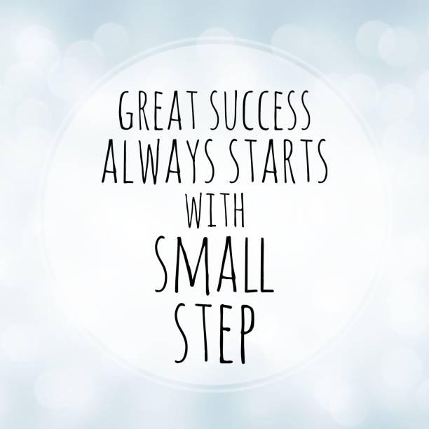 großer erfolg beginnt immer mit kleinen schritt - motivation zitat auf weißen bokeh hintergrund - motivationsfitness zitate stock-fotos und bilder