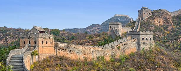 great wall of china - chinesische mauer stock-fotos und bilder