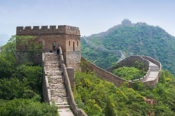 great wall of china  - schönste reiseziele der welt stock-fotos und bilder
