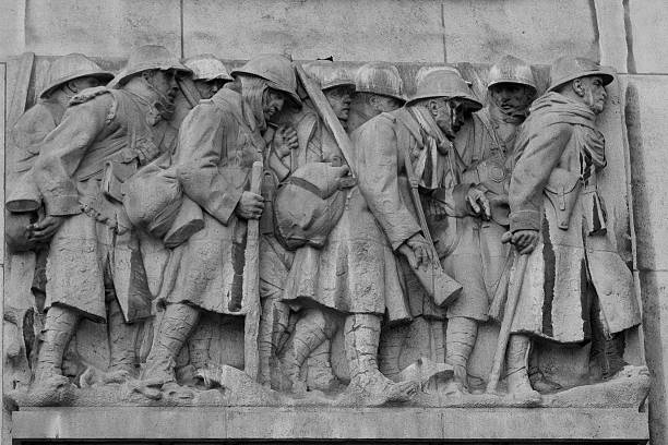 great war memorial in lille - greppel stockfoto's en -beelden