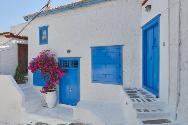 Greek colors on Hydras outdoor terrace Blue and white Hydra rymdraket stock pictures, royalty-free photos & images