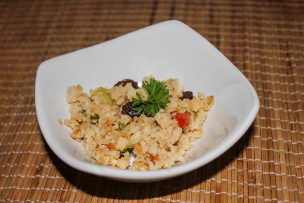 griechischen couscous-salat - griechischer couscous salat stock-fotos und bilder