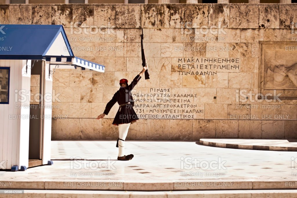 greek evzones - greek tsolias - guarding the presidential mansion in front of the tomb of the unknown soldier - Royalty-free Adult Stock Photo