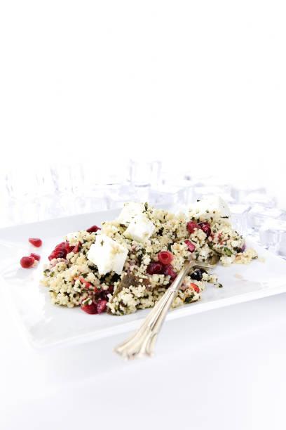 griechischer feta-couscous-salat ii - griechischer couscous salat stock-fotos und bilder
