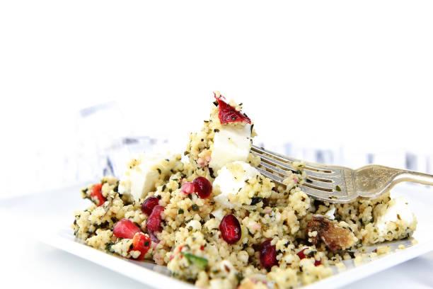 griechischer feta-couscous-salat iii - griechischer couscous salat stock-fotos und bilder