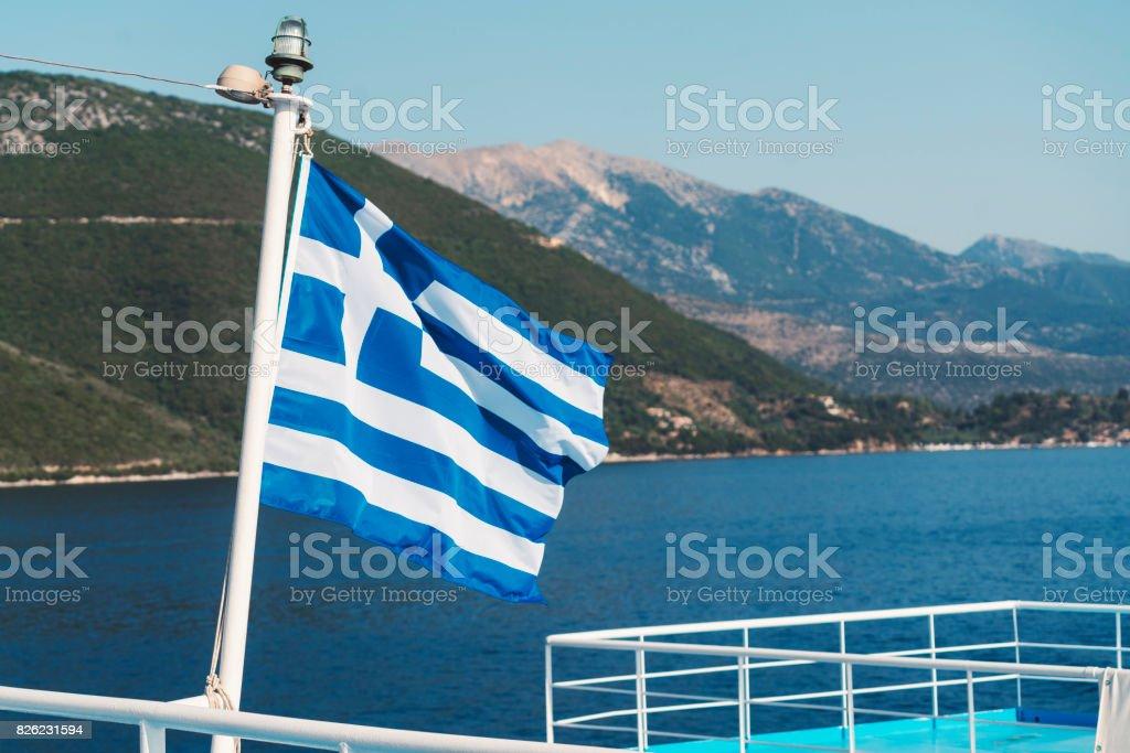 Bandera griega en un ferry - foto de stock