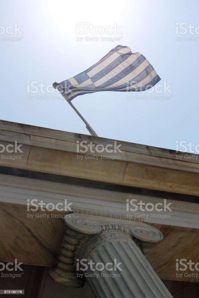 Grecia bandera ondeando en el viento - foto de stock