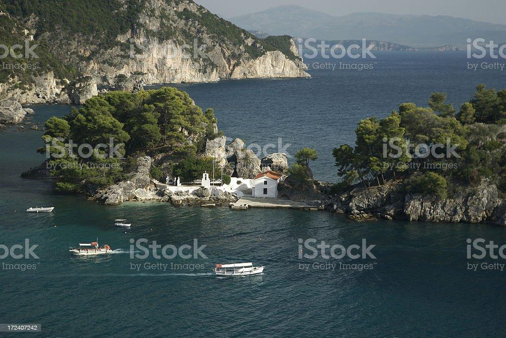 Cena de ilha grega Parga Harbor - foto de acervo