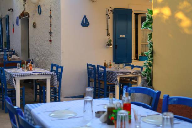 Greek tavern waiting for guests – zdjęcie