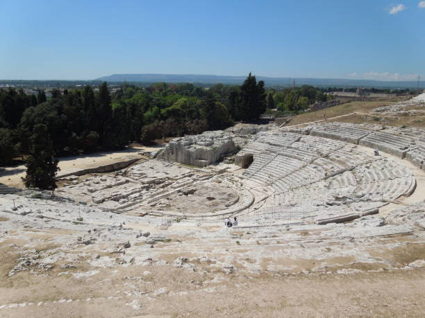 griechisches theater in syrakus auf sizilien (italien) - ortygia stock-fotos und bilder