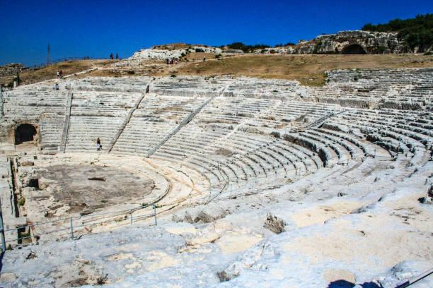 griechisches theater - syrakus stock-fotos und bilder