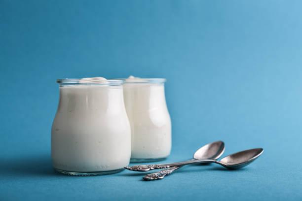 Griechischer Joghurt in einem Glas Gläser – Foto