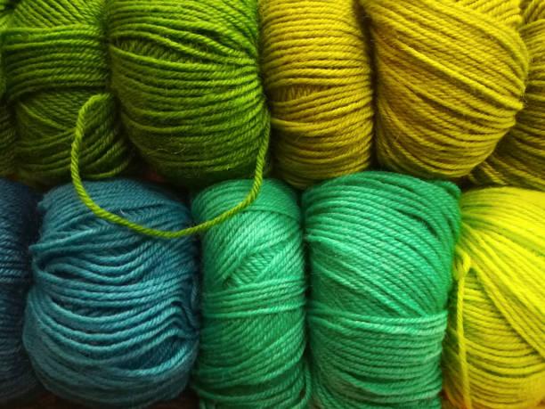 green and blue yarn wool macro - foto stock